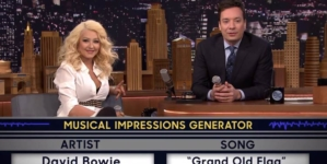 "Christina Aguilera imita Britney Spears em ""Roleta Musical"" no The Tonight Show"